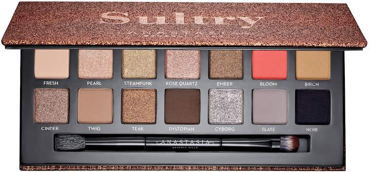 Holiday Palettes you need on your wish list - featuring sultry palette