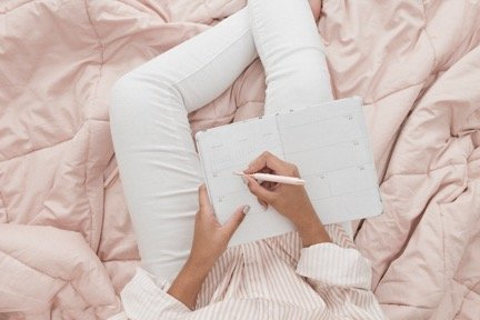 31 Journal prompts to make you think.
