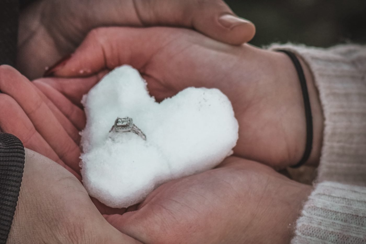 Winter engagement photo ideas and inspiration